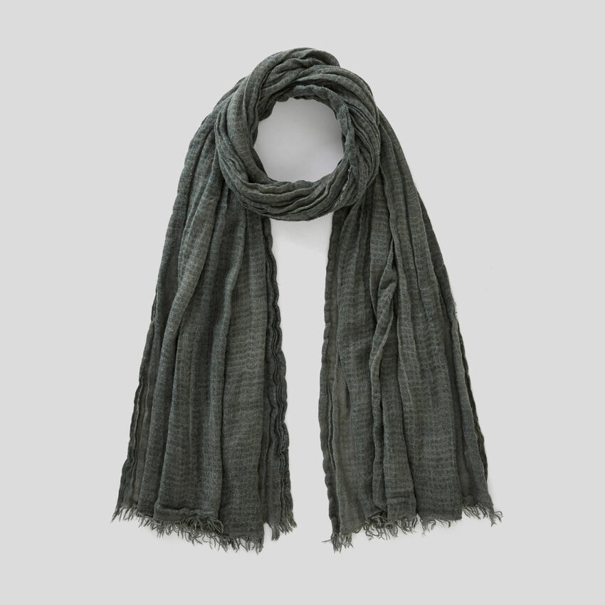Crinkled fabric scarf