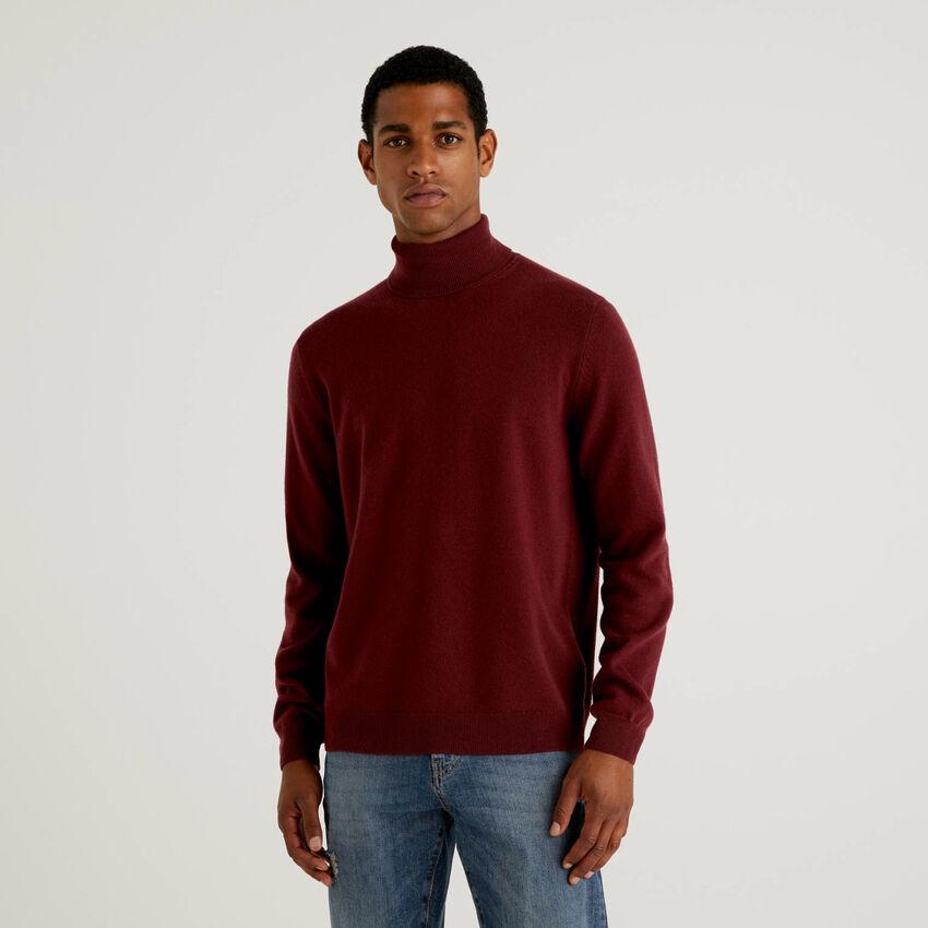 Burgundy turtleneck sweater in pure virgin wool