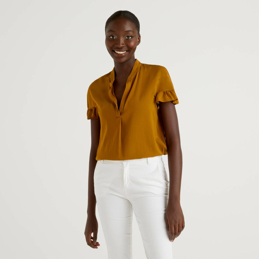 Short sleeve blouse with rouches