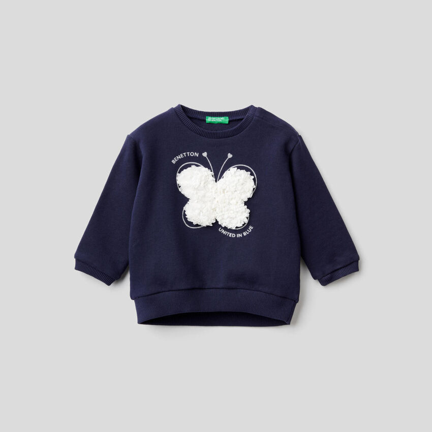 Sweatshirt with petal look applique