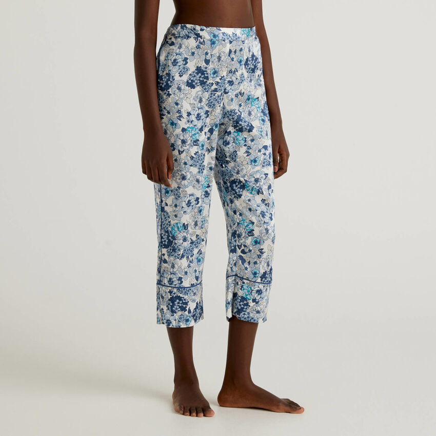 Cropped sweatpants in stockinette stitch