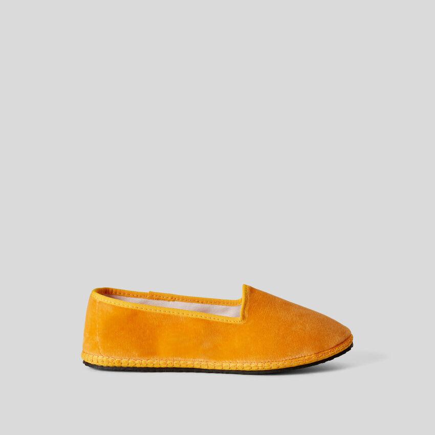 Yellow velvet friulane slippers