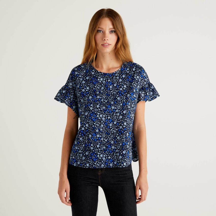 Blouse with frill sleeve