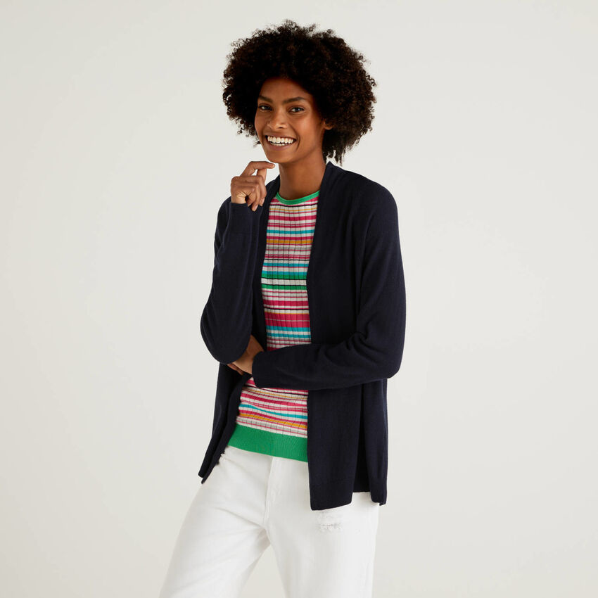 Dark blue cardigan with pleat on the back
