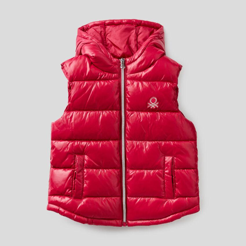 Sleeveless jacket with zip and hood
