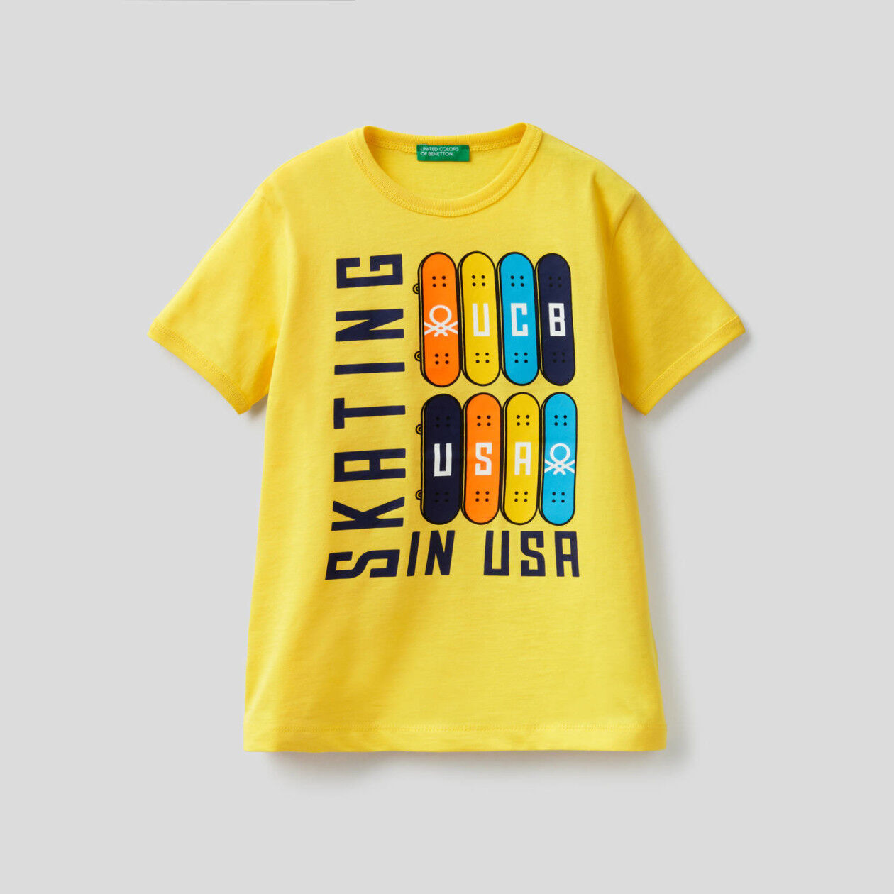 T-shirt with maxi skateboard print