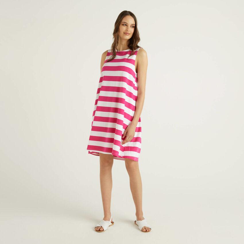 Short sleeveless striped dress