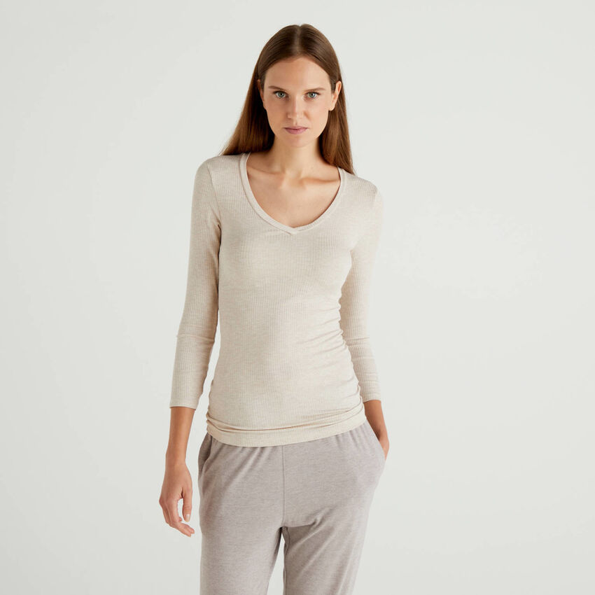 Ribbed t-shirt with V-neck