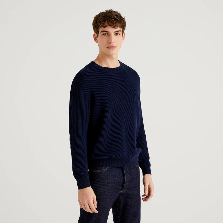 Sweater with buttons on the shoulders