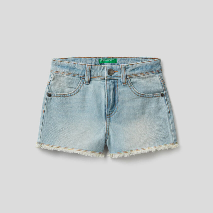 Denim shorts in 100% cotton