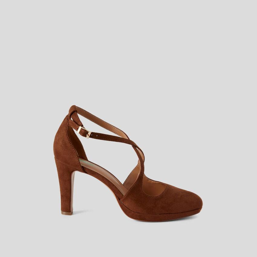 Sandals with heel and platform