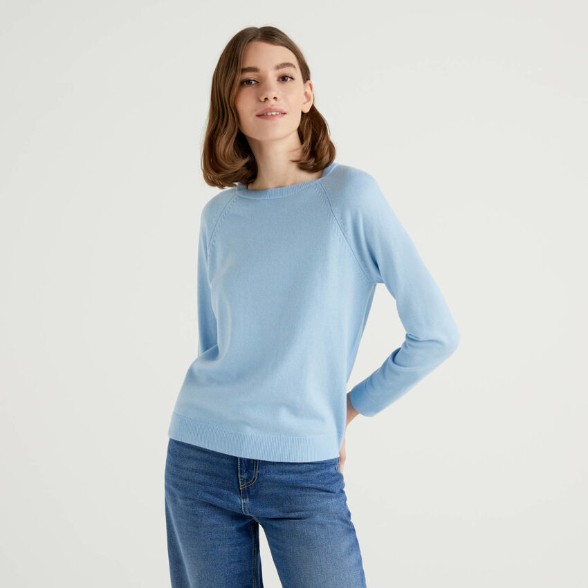 Light blue crew neck sweater in cashmere and wool blend