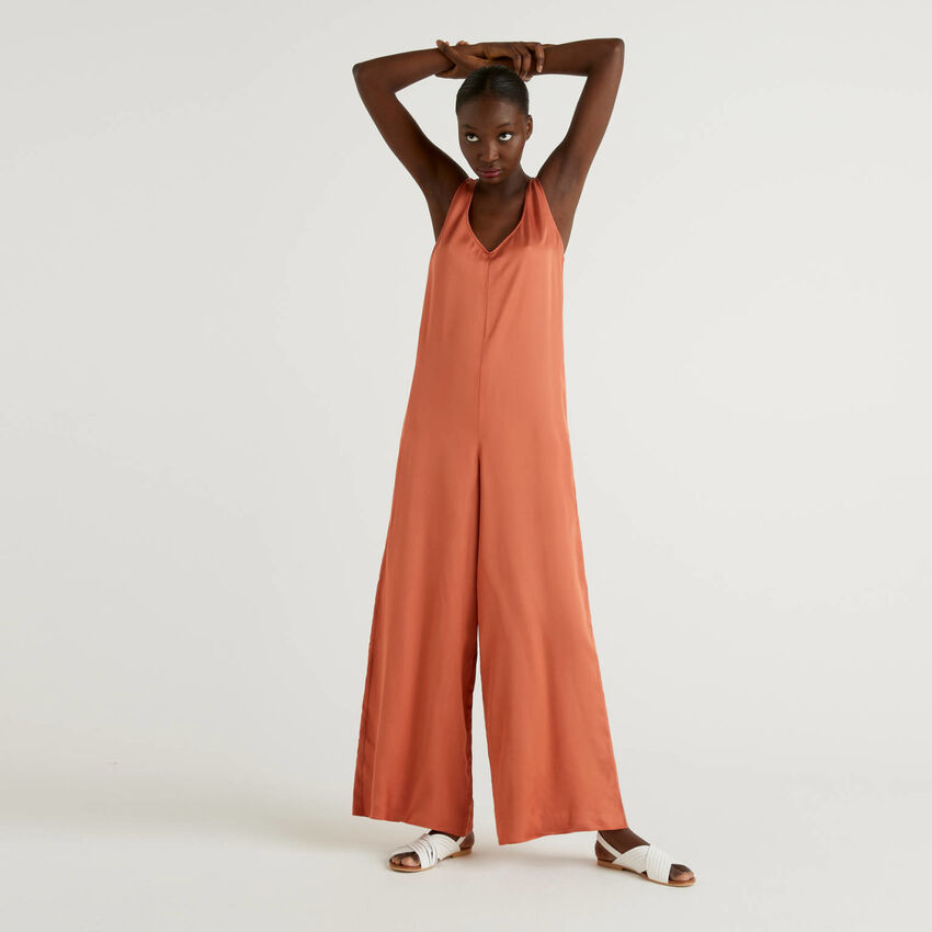 Shiny V-neck jumpsuit