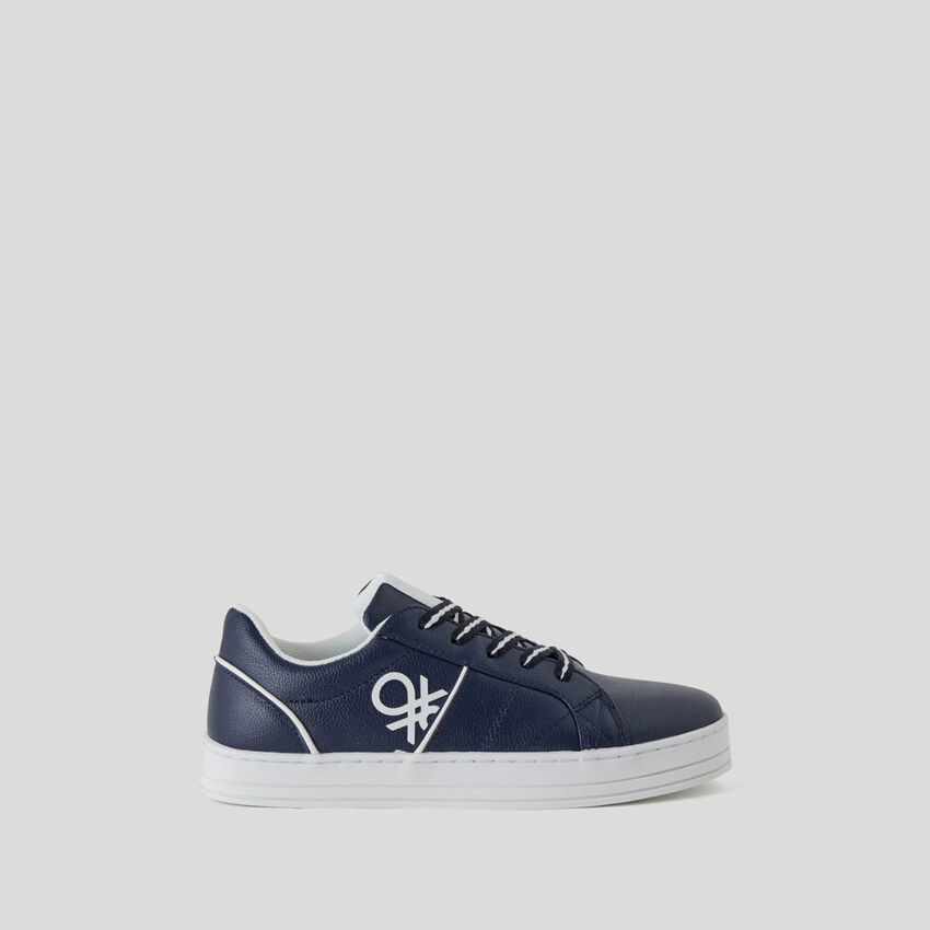 Low-top sneakers with logo