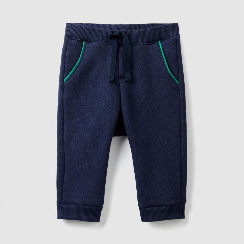 Sweatpants with drawstring