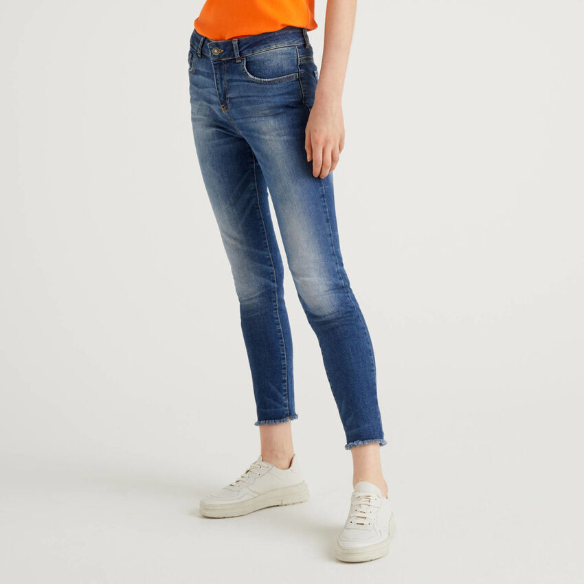 Jeans with frayed bottom