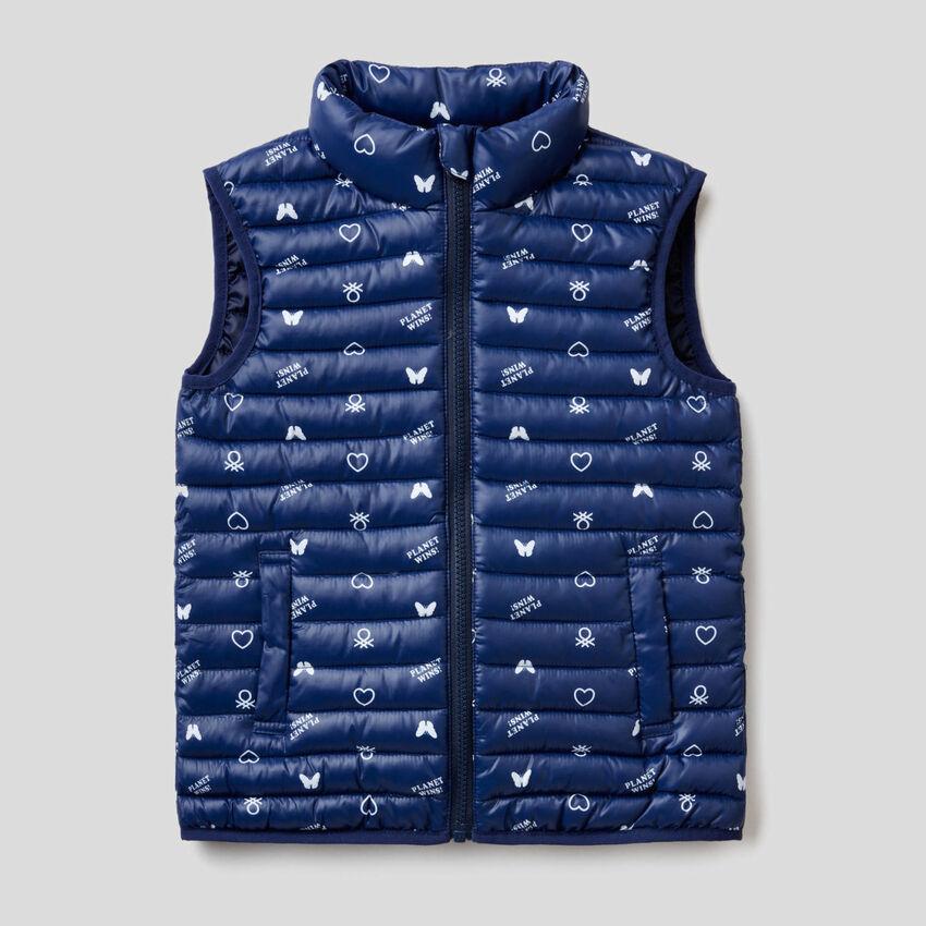 Sleeveless jacket with print