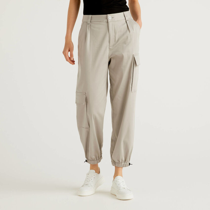 Cargo trousers with asymmetrical pockets