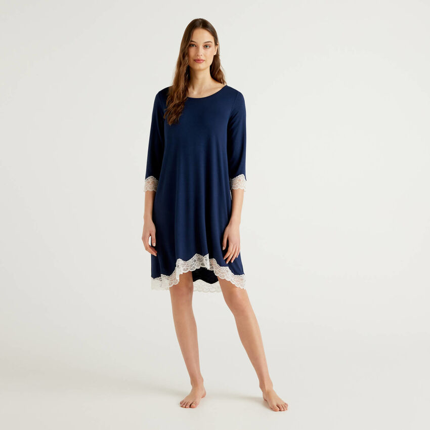 Nightshirt with lace details