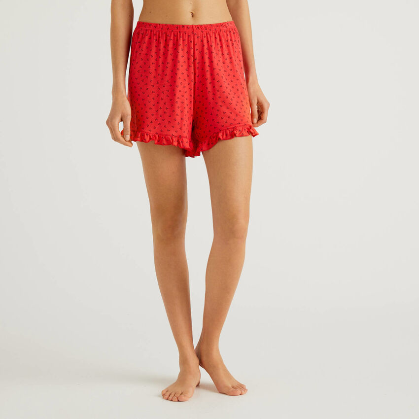 Shorts with pattern print