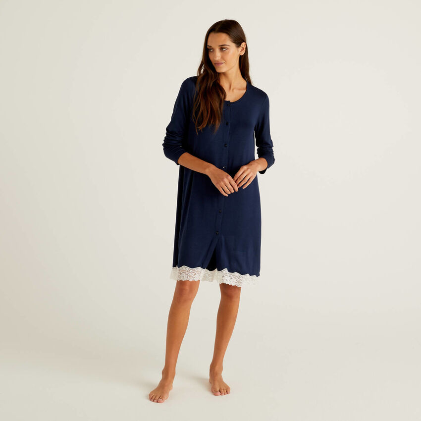 Flowy nightshirt with lace
